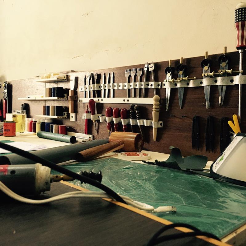 Những dụng cụ cần thiết để may da thủ công và hướng dẫn sử dụng