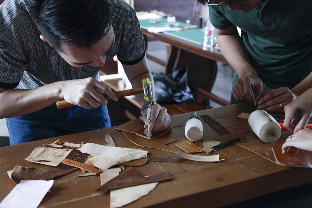 Địa chỉ dạy làm ví da bò handmade tại Hà Nội