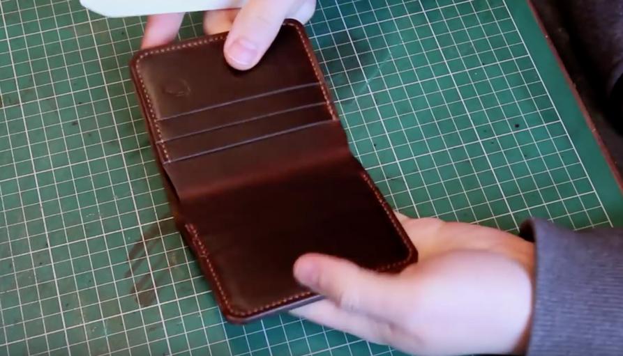 Mặt trong ví da khi hoàn thiện