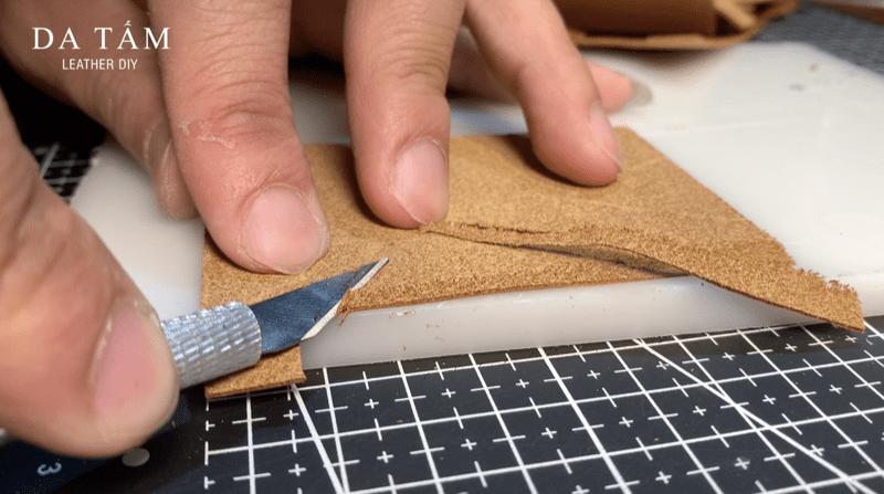 Sử dụng dao lạng mỏng mép da