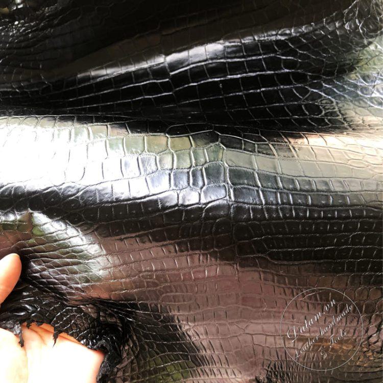 Da cá sấu nguyên tấm màu đen