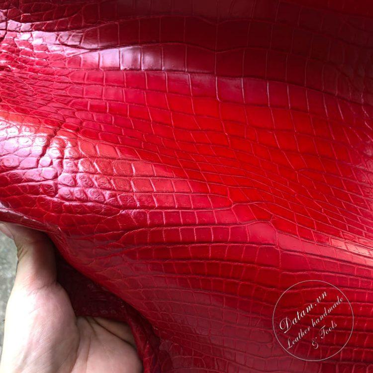 Da cá sấu nguyên tấm màu đỏ